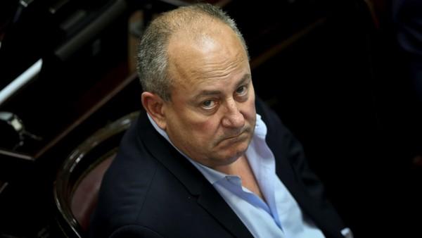 Un senador radical acusado por abuso se bajó de un cargo en la Cámara alta