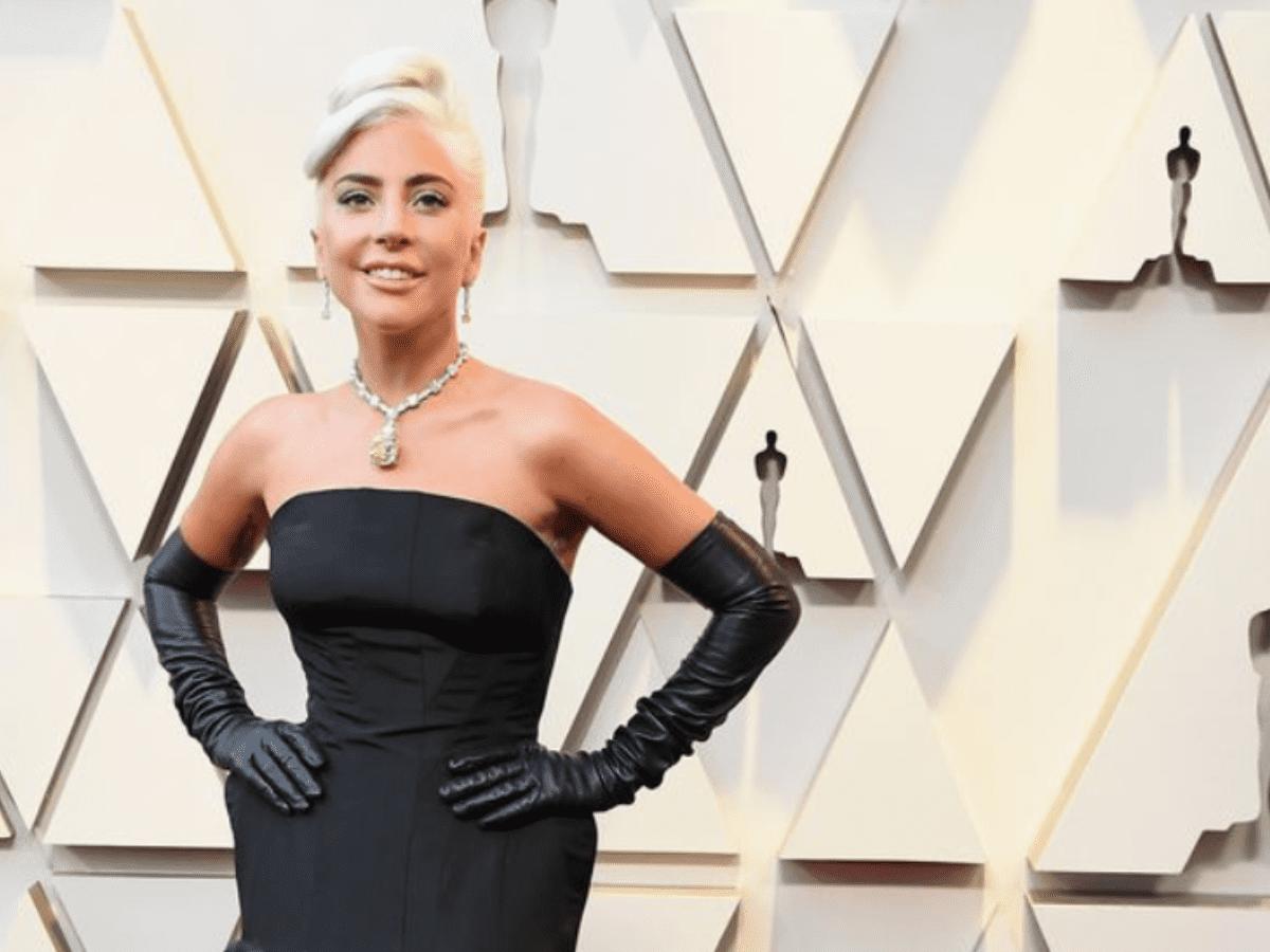 AudreyHepburn y la historia secreta del millonario diamante que Lady Gaga usó en los Oscar