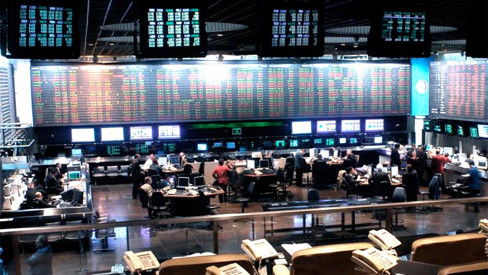 Las acciones cayeron hasta 17,3% en Buenos Aires y 11,7% en Wall Street