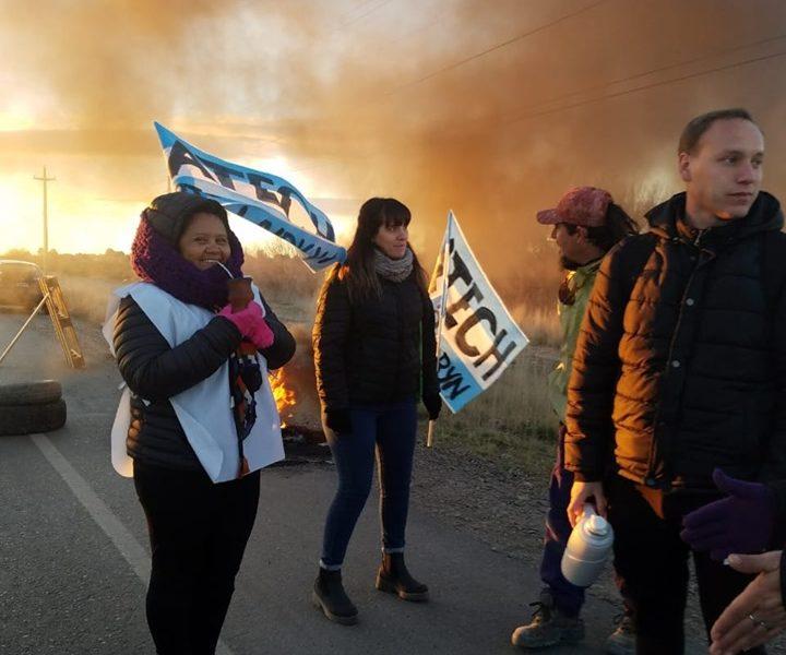 Los docentes de la regional sur de Chubut mantienen 12 cortes en las «rutas del petróleo»