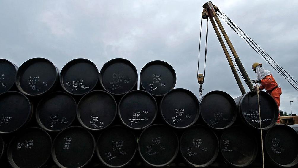 Se profundiza la caída del petróleo por mayores confinamientos y sobreoferta de crudo