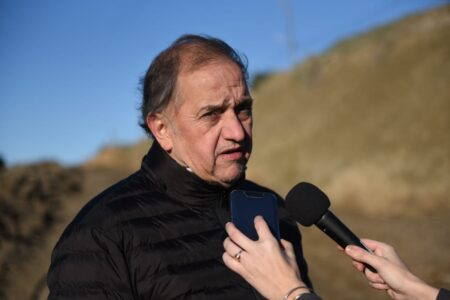Linares aclaró que no está en contra de la minería pero cuestiona el «tratamiento exprés»