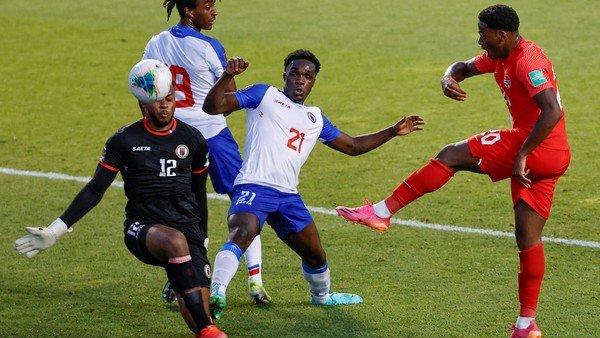 el-insolito-blooper-del-arquero-haitiano-que-termino-en-gol-para-canada,-por-las-eliminatorias-de-la-concacaf