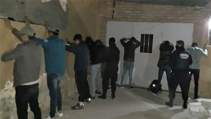 madryn:-setenta-jovenes-participaban-de-dos-fiestas-clandestinas