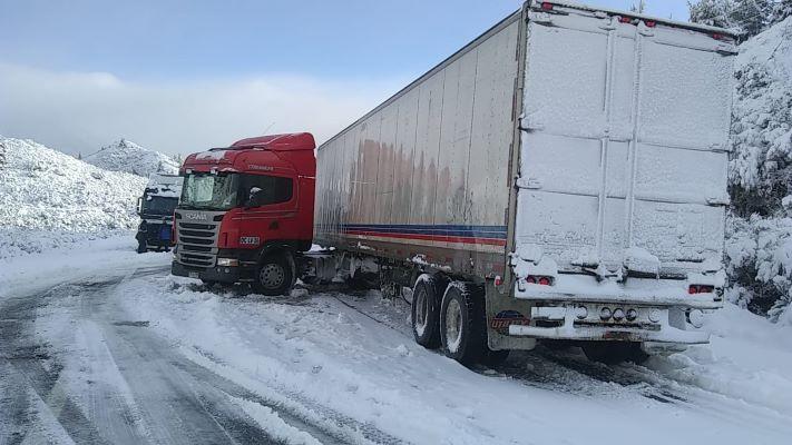 despistaron-dos-camiones-sobre-la-ruta-40