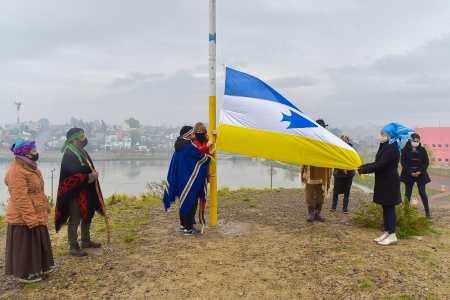 se-izo-la-bandera-de-los-pueblos-originarios-en-homenaje-a-su-creador