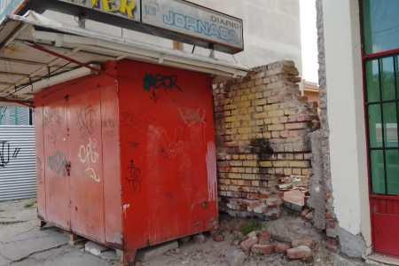 trelew:-buscan-al-propietario-de-un-kiosco-de-diarios-y-revistas-abandonado