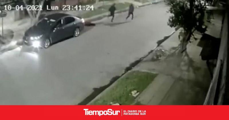 el-instante-en-que-un-policia-mata-a-dos-ladrones-en-un-robo