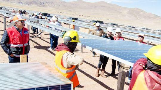 los-numeros-del-parque-solar-de-cauchari-que-genera-energia-verde-en-plena-puna-jujena