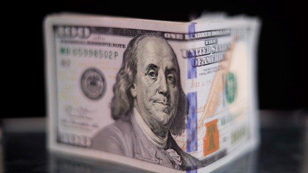 dolar-blue:-expertos-ven-mas-presion-aunque-en-el-gobierno-le-restan-importancia